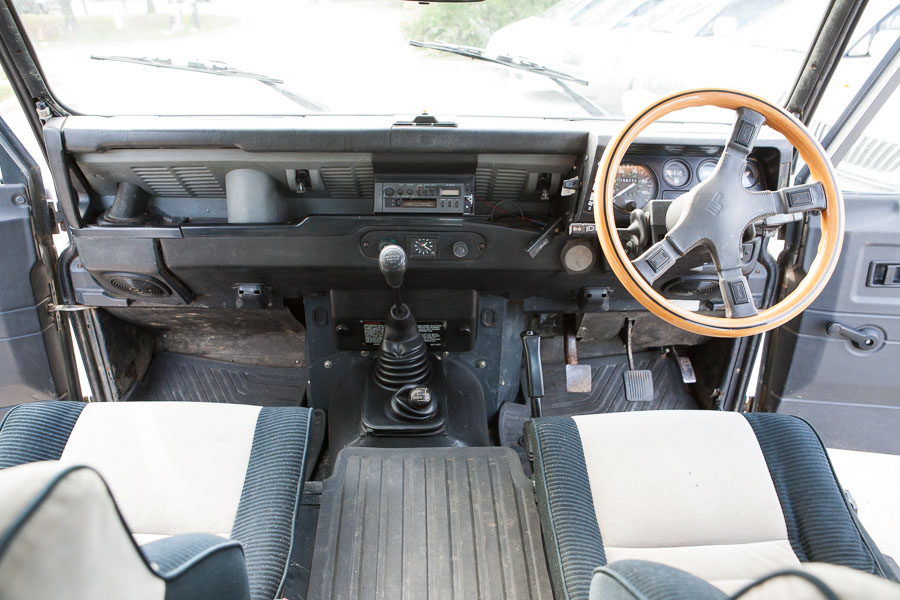 1988 Land Rover Defender (17)
