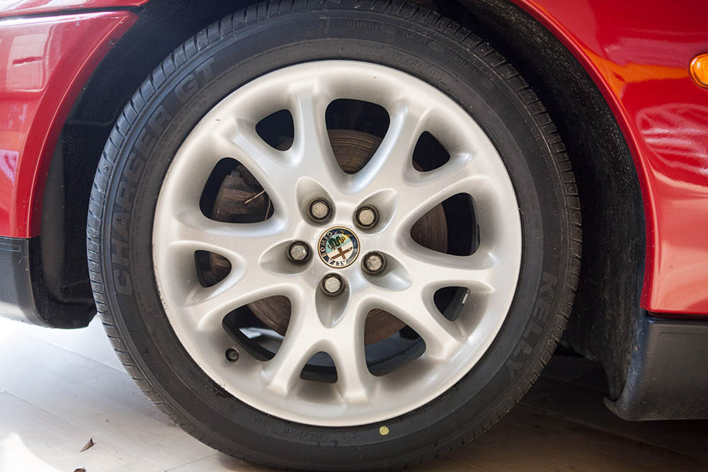 Alfa Romeo Spider wheel2