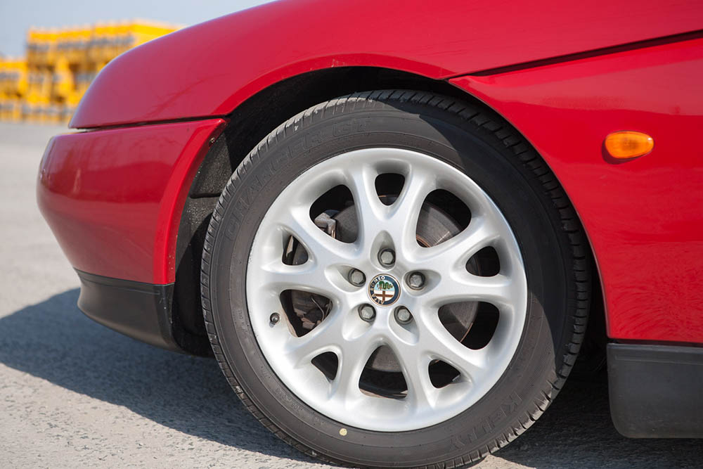 Alfa Romeo Spider wheel